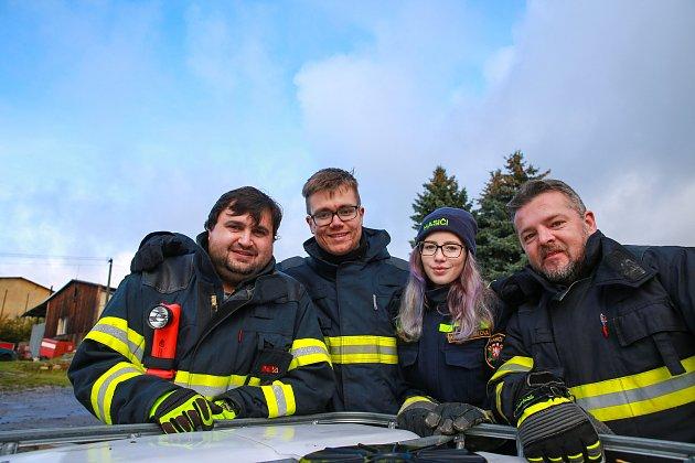 Vozidla si jednotky slavnostně převzaly po skončení oblastní soutěže ve Skalné. Šest jednotek dobrovolných hasičů a tři profesionální sbory závodily ve vyprošťování osob zhavarovaných vozidel.