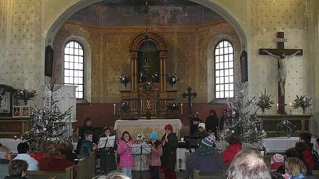 Kostel v Lomničce opět ožil koncertem.