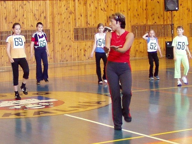 O pohár města Skalná v aerobicu soutěžil i jeden chlapec