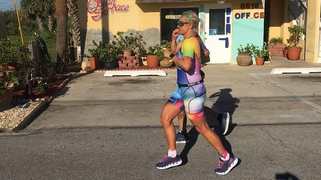 Čtrnácté místo obsadila na Ironman Florida ve své věkové kategorii triatlonistka USK Akademik Cheb Sandra Stolarcikova, která v celkovém hodnocení kategorie žen skončila na skvělém 68. místě.  Foto: Archiv Sandry Stolarcikove