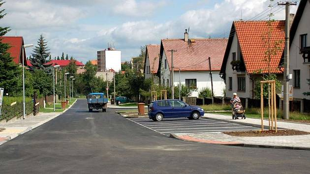 Zrekosntruovaná ulice Sportovců v Chebu - Hájích