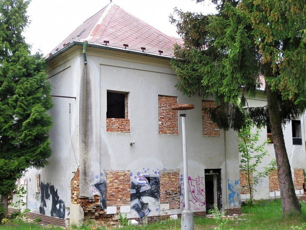 Legendární výletní restaurace Myslivna uChebu šla kzemi před osmi lety.