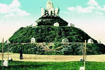 NA ŠPITÁLSKÉM VRCHU v Chebu se v roce 1913 nacházel Pomník Friedricha Ludwiga Jahna, ten byl v roce 1945 srovnán se zemí. Na tomto místě by se mohla objevit nová rozhledna.