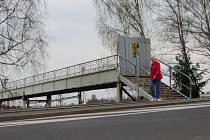 REKONSTRUKCE lávky nad kolejemi chebského nádraží začne nejdříve na začátku příštího roku. Do té doby bude lávka stále pro veřejnost uzavřená.