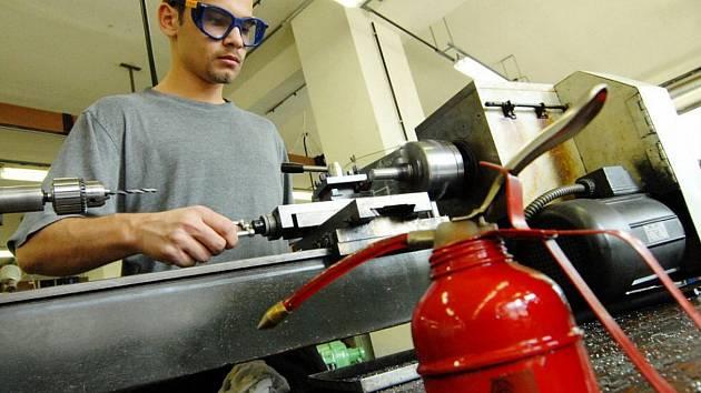 KVALITNÍ ŘEMESLNÍCI chybí po celém kraji. Pomoci k tomu, aby bylo více řemeslníků, by mohly i základní školy.