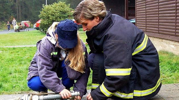 Mladí hasiči se ve Velké Hleďsebi zúčastnili dvoudenního cvičení. Museli dokázat, jak jsou zruční v požárních dovednostech.