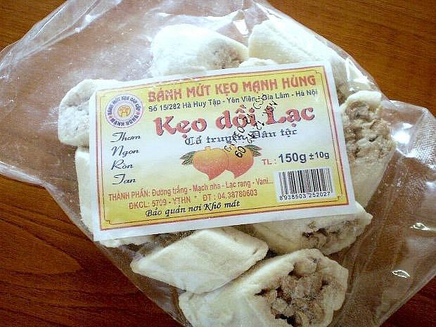 Arašídové cukrovinky, jejichž konzumace by představovala možné riziko pro zdraví spotřebitelů, zadrželi chebští celníci v zásilce dovážené z Vietnamu.