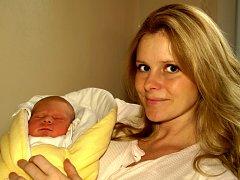 ONDŘEJ LEŠKO se narodil v pátek 5. prosince v 7.10 hodin. Na svět přišel s váhou 3500 gramů a mírou 52 centimetrů. V Třebeni se už těší na návrat maminky Soni a malého Ondráška, dvouletá Natálka a tatínek Míra.
