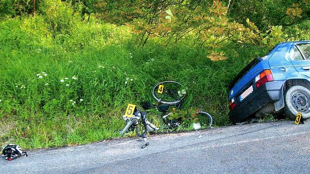 Dvaadvacetiletý řidič škody Favorit nezvládl ve středu 20. června večer řízení a na silnici mezi Chebem a Libou srazil dva cyklisty. Jeden z nich utrpěl těžké zranění, ze kterého se bude zotavovat několik týdnů