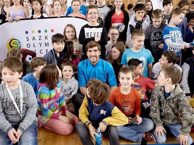 ŠKOLÁCI MĚLI V AŠI JEDINEČNOU možnost zatrénovat si s olympijským vítězem Davidem Svobodou.