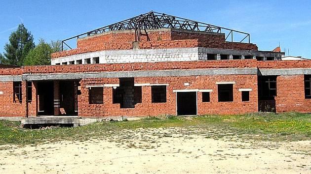 Rozestavěný kulturní dům v Lipové bude brzy minulostí