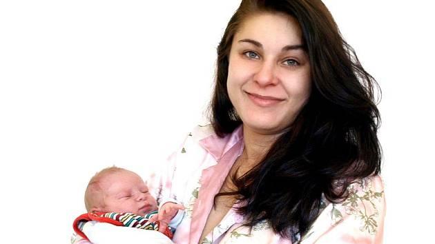 VERONIKA FISCHEROVÁ se poprvé rozkřičela v úterý 13. prosince v 10.40 hodin. Na svět přišla s váhou 3370 gramů a mírou 49 centimetrů. Z malé Verunky se těší doma v Aši bráška Reneček, maminka Veronika a tatínek René.