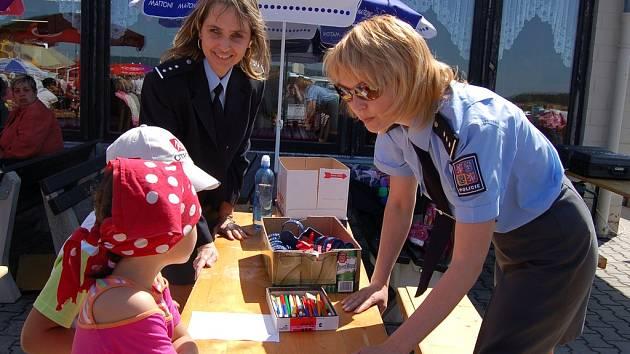 Děti si mohly na oslavách v Pomezí vyzkoušet i své znalosti z dopravních předpisů