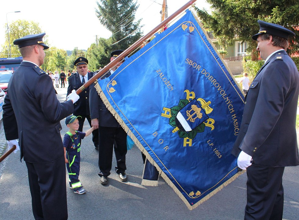 Ve velkém duchu se nesly oslavy 135. lety od založení Sboru dobrovolných hasičů v Boru u Karlových Varů. Součástí bylo i vysvěcení zbrusu nového praporu v kostele svaté Máří Magdalény.