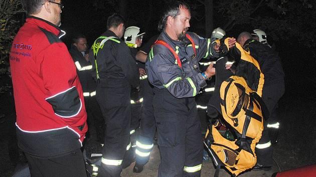 V autocampu Luxor cvičili dobrovolní hasiči z karlovarského kraje záchranu obyvatelstva při živelních pohromách
