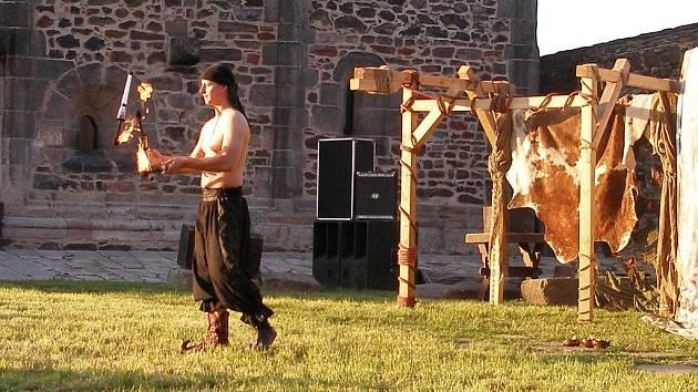 Skupina divadelního a historického šermu Rectus oslavila na Chebském hradě své dvacáté narozeniny