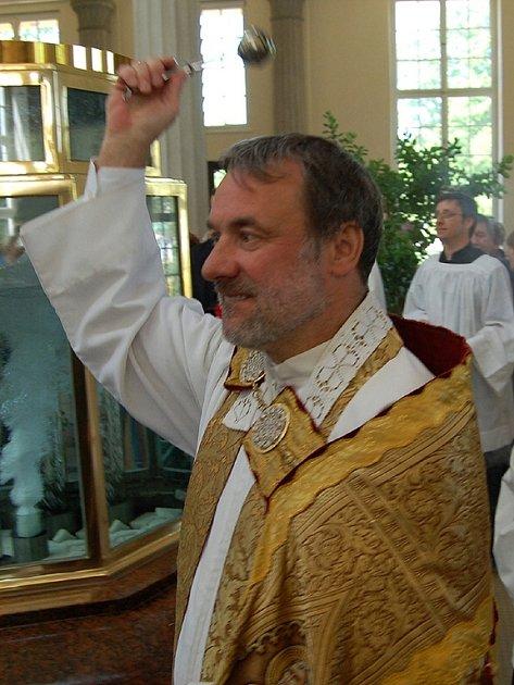 Svěcením pramenů začala letní lázeňská sezóna ve Františkových Lázních