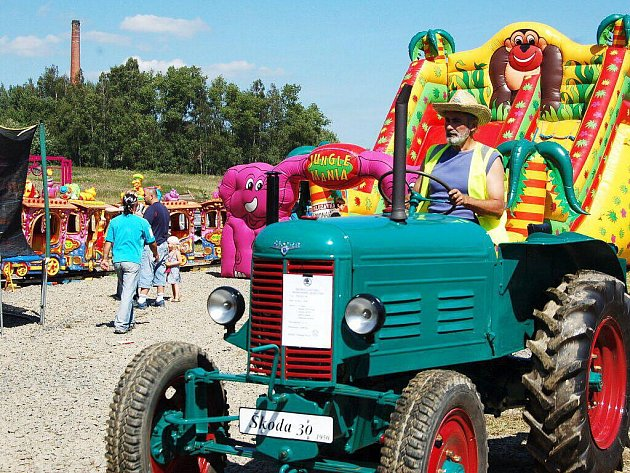 Nultý ročník závodu historických traktorů zpestřil o víkendu tradiční příhraniční slavnosti Libá – Hohenberg