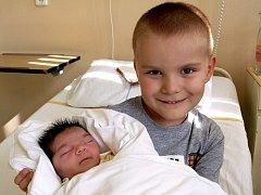 BARBORA SCHULZOVÁ přišla na svět v neděli 27. září ve 3.15 hodin. Při narození vážila 3290 gramů a měřila 50 centimetrů. Čtyřletý Matýsek a tatínek Libor se těší doma v Chebu na návrat maminky Petry a malé Barborky.