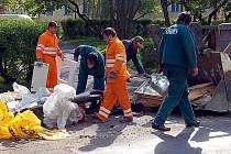 JEN OBJEMNÝ ODPAD! Nebezpečný či stavební odpad dělá pravidelně vrásky pracovníkům Chebských technických služeb.