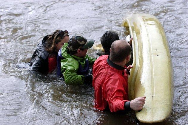 Chebští vodáci o víkendu slavnostně odemykali Ohři