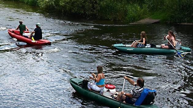 Z Tršnic u Chebu vyjeli o víkendu vodáci z Prahy, Plzně i Ústí nad Labem.