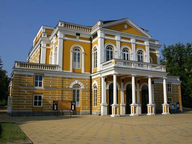 Budova Západočeského divadla v Chebu.