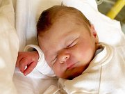 MILAN KUČA přišel na svět ve středu 23. září v 8.15 hodin. Při narození vážil krásných 3540 gramů a měřil 51 centimetrů. Čtyřletá Lenička a tatínek Milan se už nemohou dočkat návratu maminky Lenky a malého Milánka domů do Aše.