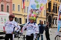10. ročník charitativní cyklotour Na kole dětem 2019 projel také Chebem.