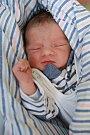 SEBASTIÁN LEV se narodil v neděli 2. července v 18 hodin. Na svět přišel s váhou 2 560 gramů. Z malého Sebastiánka se raduje doma v Aši maminka Michaela a tatínek Viktor.