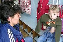 Umístění ratolesti do školky je způsob, jak může matka pracovat.