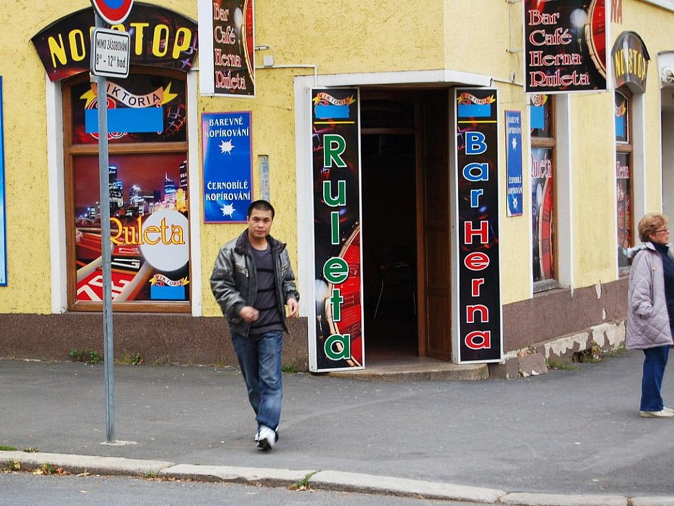 Nekompromisní boj s hazardem ve svém lázeňském městě vyhlásili zastupitelé města Františkovy Lázně. Odsouhlasili totiž novou obecně závaznou vyhlášku upravující rozmístění a povolení k provozování výherních hracích přístrojů v celém městě.