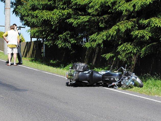 V Seníkách u Františkových Lázní došlo v pátek v podvečer k nehodě motocyklu,motorkář byl se zraněním odvezen do nemocnice.