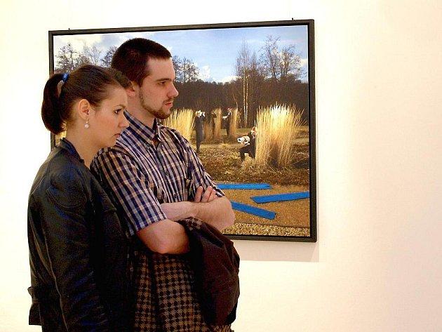 VÝSTAVA Thomase Brennera zaujala mnoho návštěvníků vernisáže.