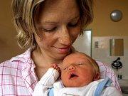 ELIŠKA ULLMANNOVÁ bude mít v rodném listě datum narození středu 28. dubna v 18.46 hodin. Vážila 2870 gramů a měřila 48 centimetrů.  Doma v Aši se raduje z malé Elišky maminka Andrea spolu s tatínkem Petrem.