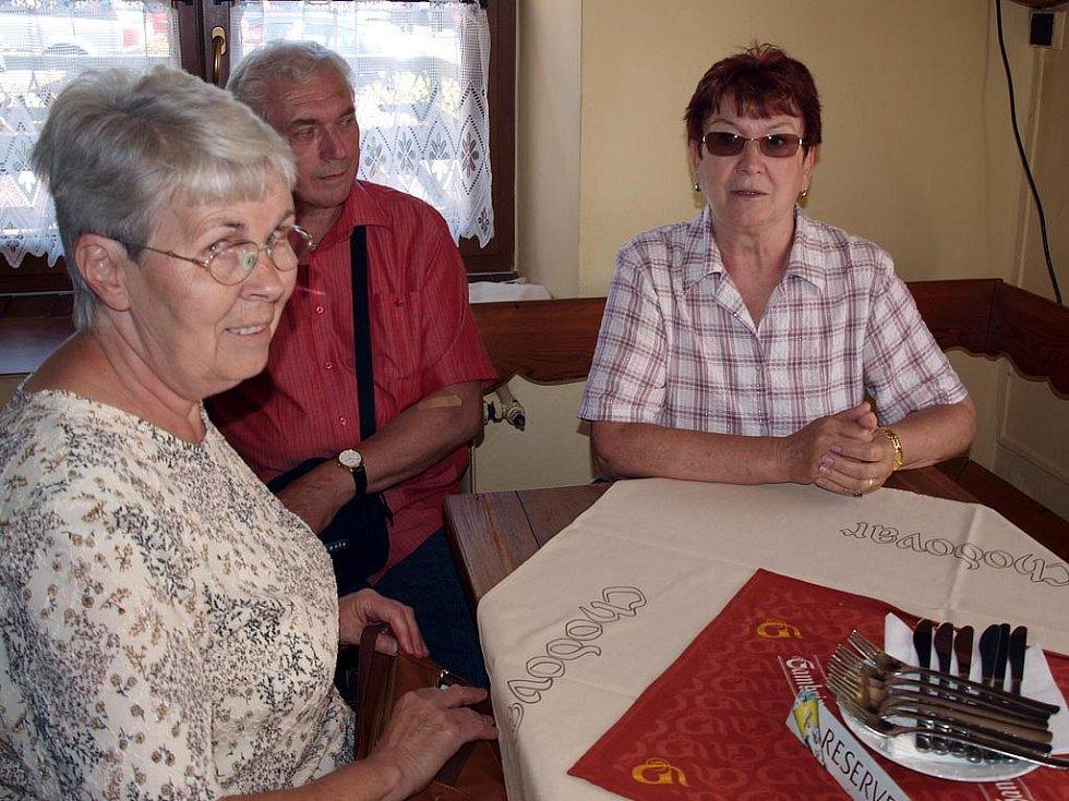 Ze základní školy v Lázních Kynžvart vyšli v roce 1956. Spolužáci na sebe ale nezapomněli a o víkendu se po kratší, či delší době opět setkali.
