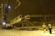 V roce 2018 došlo k demolici lávky, která desítky let vedla přes chebské nádraží. Nová vyjde zhruba na 100 milionů korun.