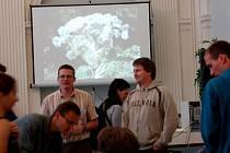 DVOUDENNÍ KONFERENCE Invazní rostliny – evropský problém se uskutečnila na Městském úřadě v Mariánských Lázních. Kromě přednášek byl na programu i výjezd do terénu.