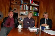 BÝVALÍ CHEBŠTÍ STAROSTOVÉ  František Linda (vlevo) a Otakar Mika (vpravo) byli odsouzeni k podmíněným trestům za půjčku pro tehdy prvoligový SKP Union Cheb. Podle soudu  zneužili pravomoci veřejného činitele.