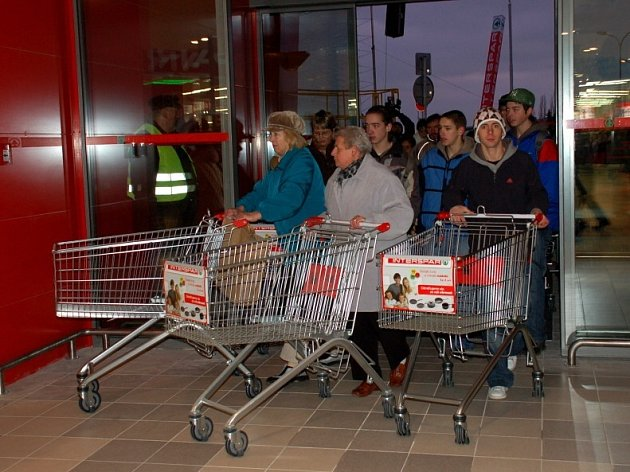 Zahájení prodeje v chebském hypermarketu Interspar