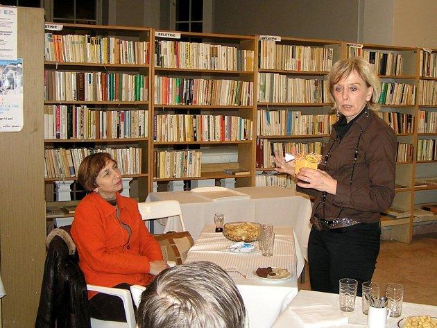 Alena Brožová v chebské knihovně