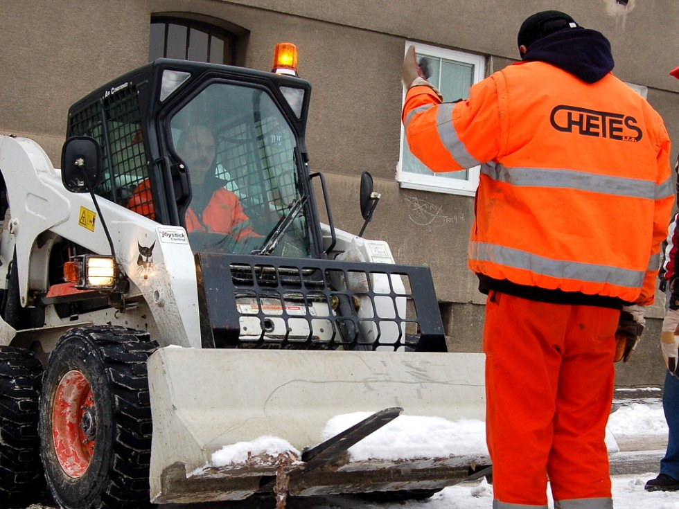 Zablokování nezaplacených rezidenčních parkovacích míst v chebské Ztracené ulici
