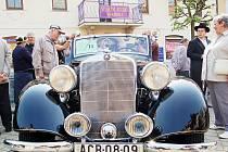Návštěvnost lázní stoupá. Například ve Františkových lázních se také úspěšně snaží nalákat hosty na tradiční soutěž autoveteránů.