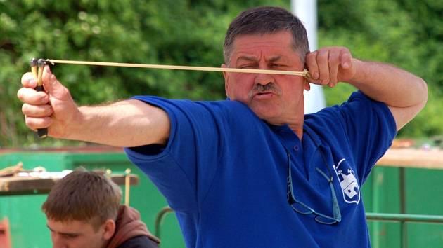 V Březové u Sokolova se v sobotu konal závod mistrovství republiky ve střelbě z praku