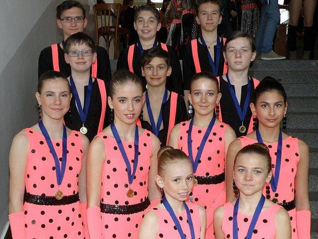 NA SPOLEČNÉM mistrovství regionu Karlovarského, Plzeňského a Jihočeského kraje získali chebští tanečníci zlato.