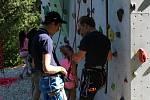 Děti nejen z Chebska si užily další příměstský tábor v Domě dětí a mládeže Sova v Chebu. Během týdne si vylezly na horolezeckou stěnu, svezly se na kánoích, povozily se na koních anebo si vyšláply do terénu.