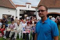 LETOŠNÍ KONCERTY HRNČÍŘSKÉHO SWINGU přilákaly podle Romana Wernera skoro tisícovku hostů.
