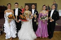 Na fotografii jsou zleva Magdaléna Hanušová,Vladimír Hána junior, Le Honag Van, Hoang Khai Trung, Irena Žižková a Zdeněk Roškota.