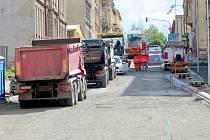 Oprava druhé části ulice Dukelská v Chebu se blíží ke svému konci.