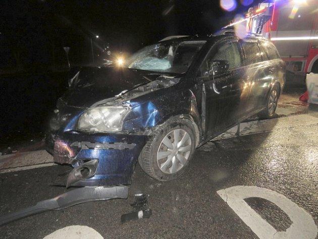 Dvě lehká zranění si vyžádala dopravní nehoda dvou osobních aut na křižovatce silnice první třídy číslo 21 s křižovatkou třetí třídy číslo 21217 u Františkových Lázní.